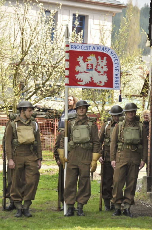 Výprava na Malou Skálu - odhalení památníku Čestmíru Šikolovi